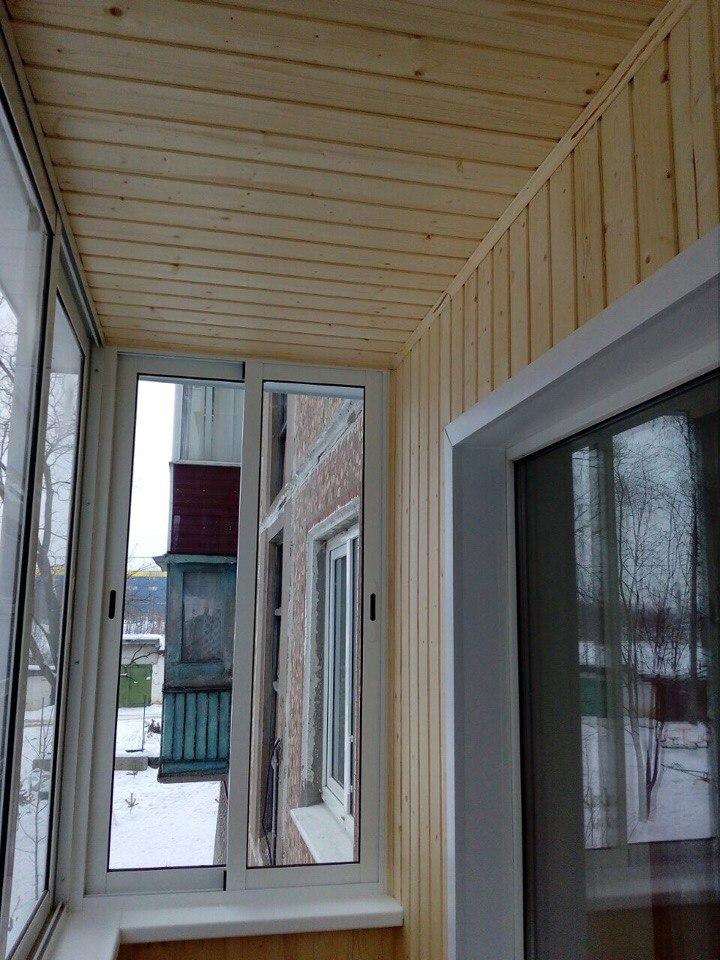 Остекление балкона и отделка деревянной выгонкой. Фото 1