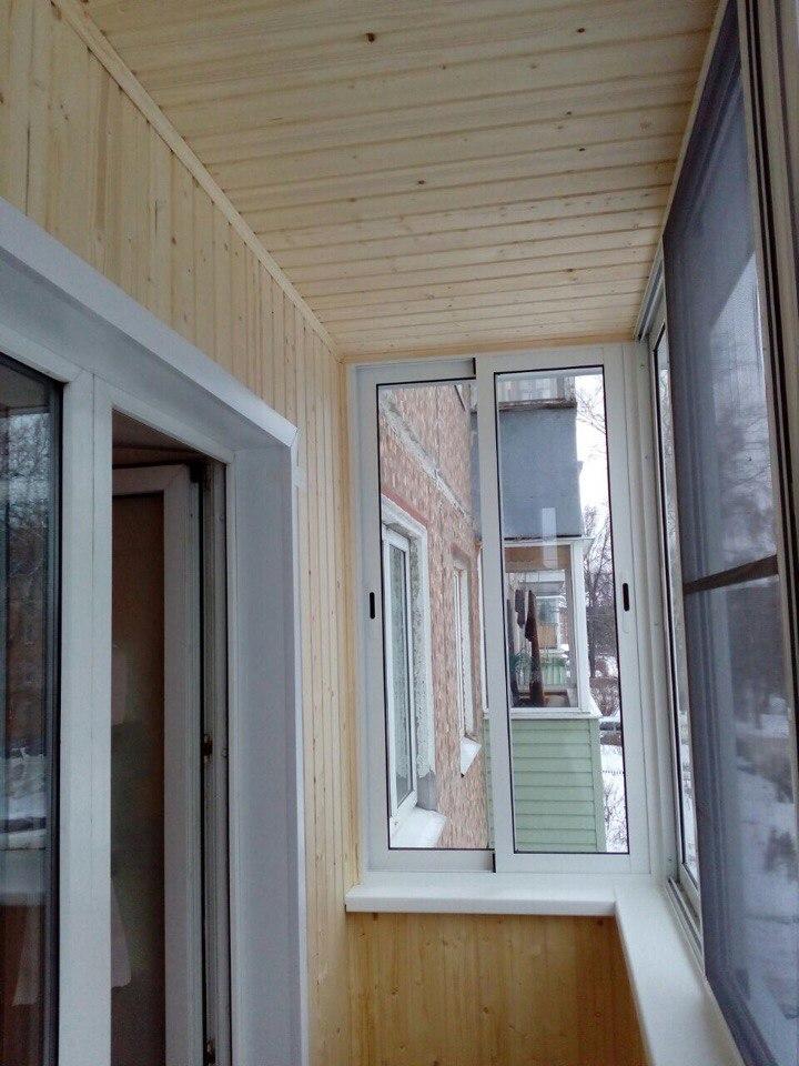 Остекление балкона и отделка деревянной выгонкой. Фото 2