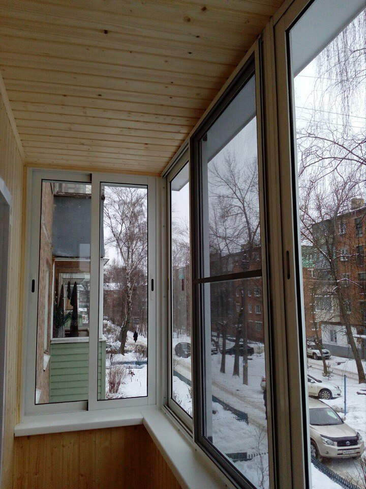 Остекление балкона и отделка деревянной выгонкой. Фото 3